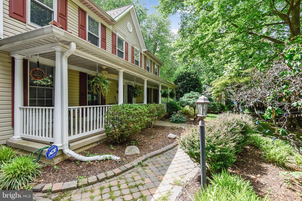 Inviting Front Porch - 1515 STUART RD, RESTON