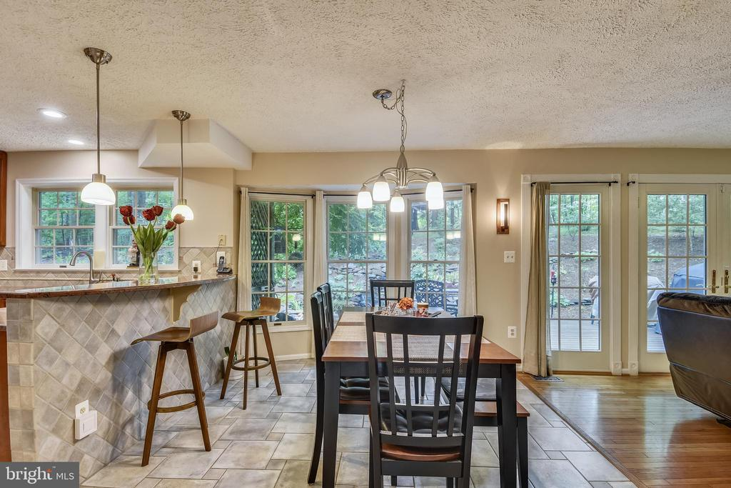 Kitchen/Dining, Breakfast Bar, Travertine Flooring - 1515 STUART RD, RESTON