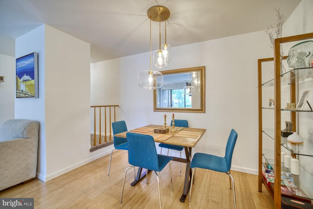 Modern Dining Room - 11236 CHESTNUT GROVE SQ #164, RESTON
