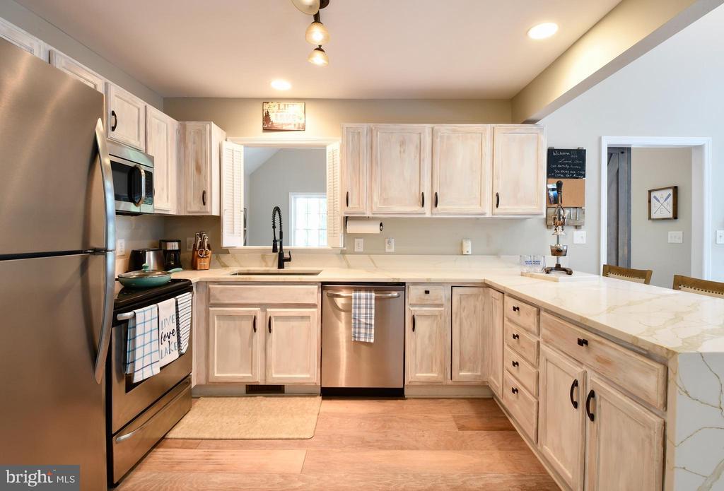 New Appliances, Quartz Counters, Etc. - 16009 CARRINGTON CT, MINERAL
