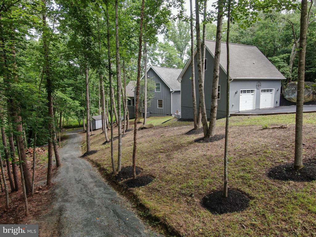 Oversized Garage w/Apartment, House  & Shed - 16009 CARRINGTON CT, MINERAL