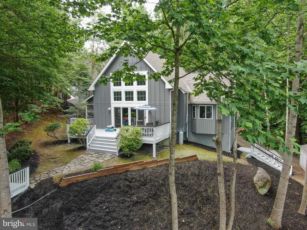 Extensive Landscaping - 16009 CARRINGTON CT, MINERAL