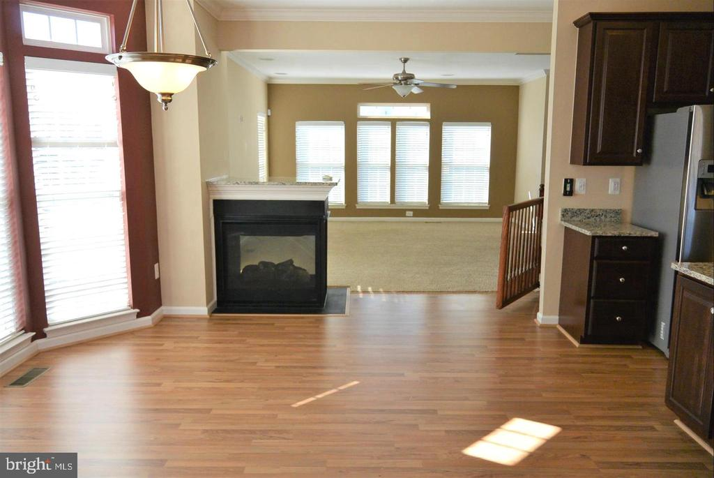 Eat in Kitchen with 3 sided fire place - 38 HUNTING CREEK LN, STAFFORD