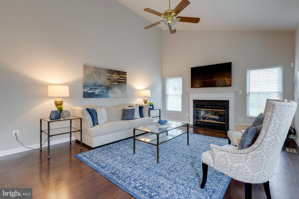 Family Room with Gas Fireplace - 4266 WILTSHIRE PL, DUMFRIES