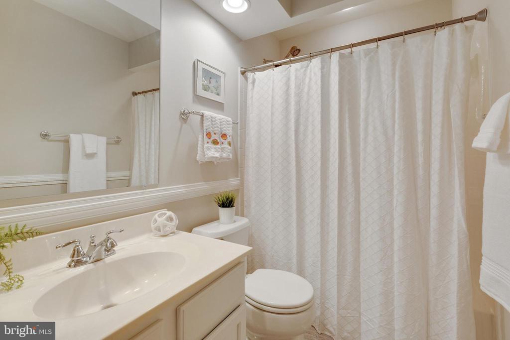 2nd Full Bath - 4266 WILTSHIRE PL, DUMFRIES
