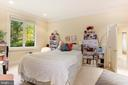 Main level bedroom - service suite - 1342 POTOMAC SCHOOL RD, MCLEAN