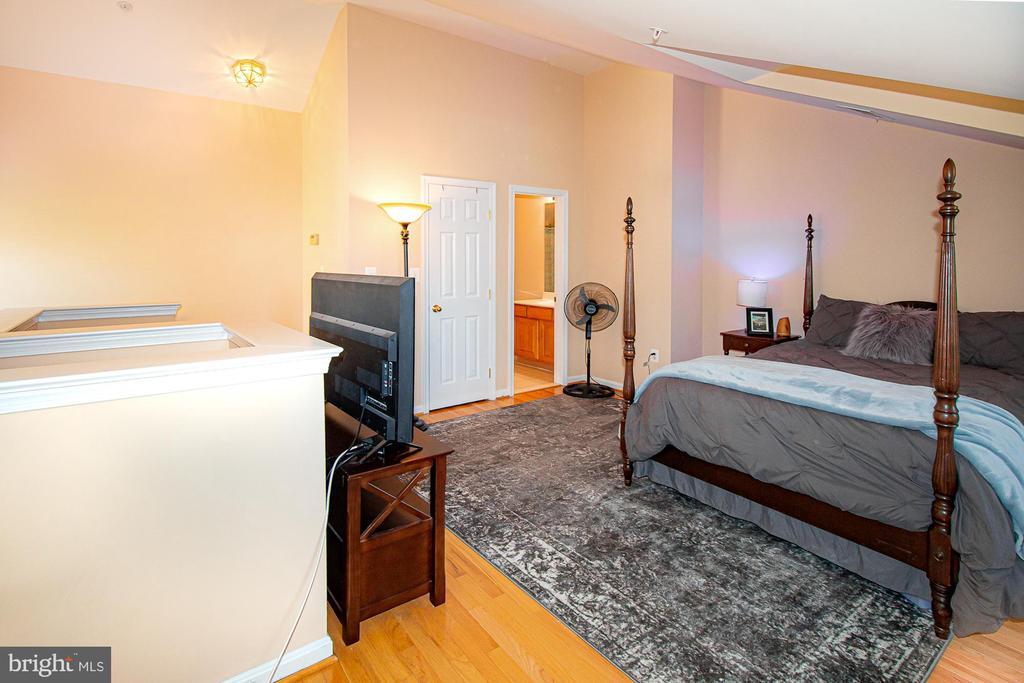 4th level 3rd bedroom with en suite bathroom - 5000 DONOVAN DR, ALEXANDRIA