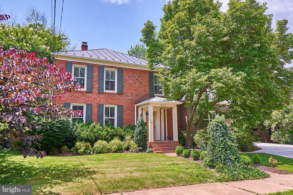 Gorgeous Brick Home - 9012 GRANT AVE, MANASSAS