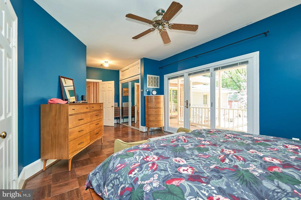 Ceiling Fan and Access to the Deck - 9012 GRANT AVE, MANASSAS