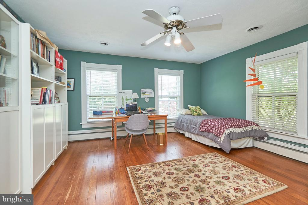 Notice all the Ceiling Fans - 9012 GRANT AVE, MANASSAS