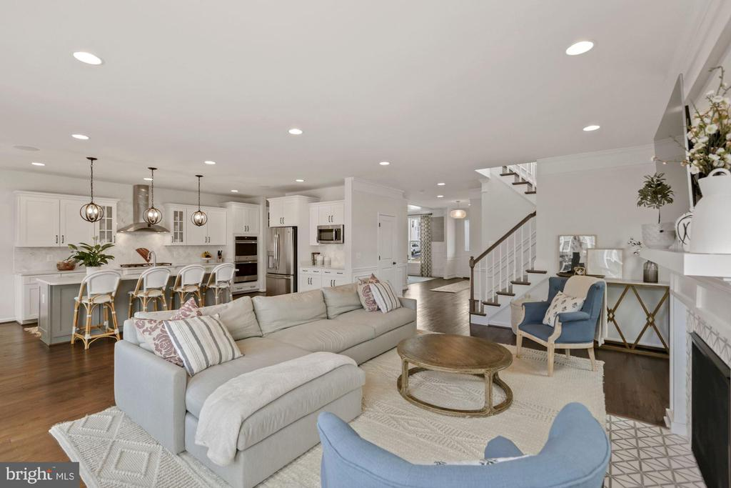 great space to entertain family and friends - 1015 AKAN ST SE, LEESBURG