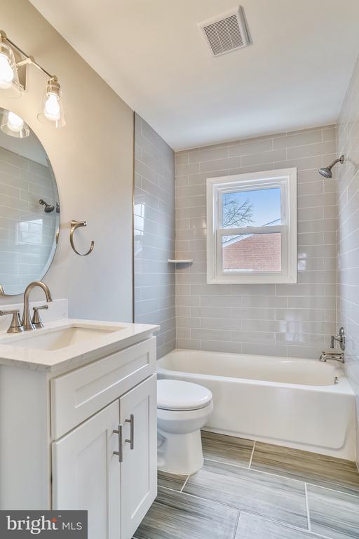 Master Bathroom - 900 S WAKEFIELD ST, ARLINGTON