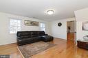 Family Room - 8909 LAKE BRADDOCK DR, BURKE