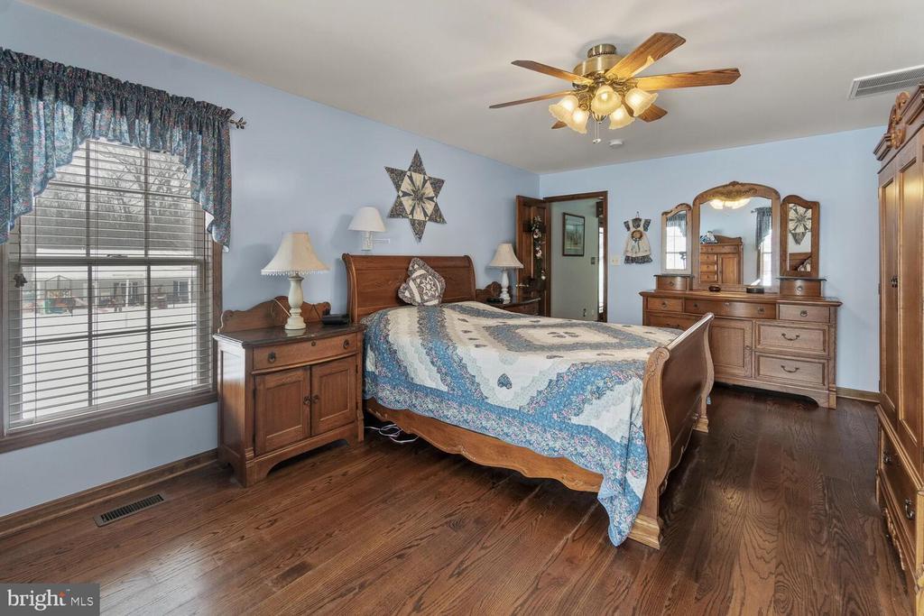 Master bedroom (4th Bedroom on upper level) - 11829 CASH SMITH RD, KEYMAR