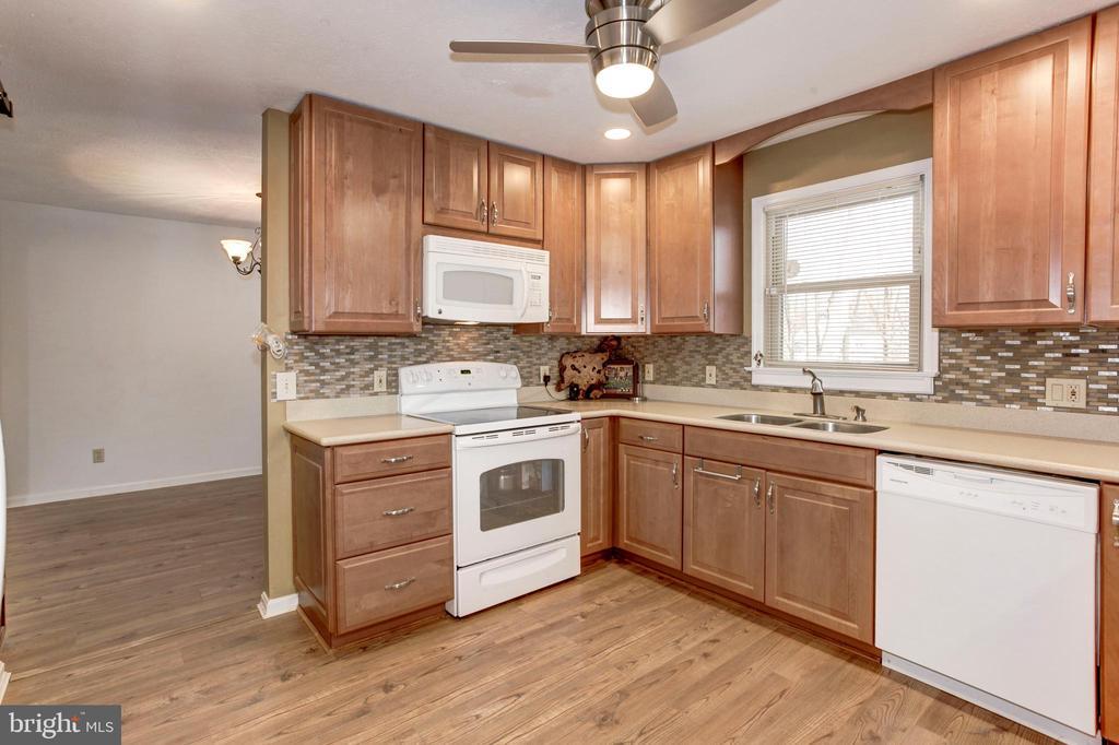 Kitchen Area - 7 FRANK CT, STAFFORD