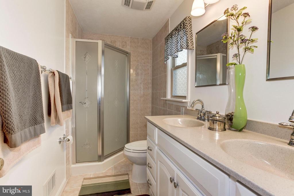 Primary Bathroom - 7 FRANK CT, STAFFORD
