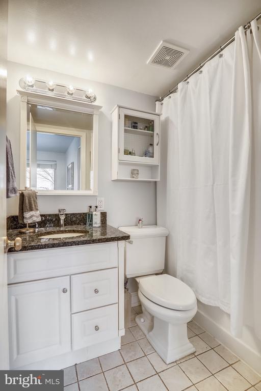 Bathroom - 4555 MACARTHUR BLVD NW #G6, WASHINGTON