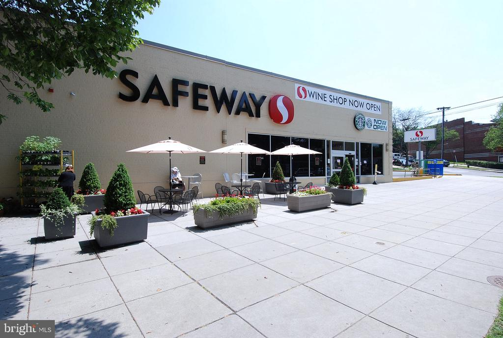 Neighborhood Supermarket - 4555 MACARTHUR BLVD NW #G6, WASHINGTON