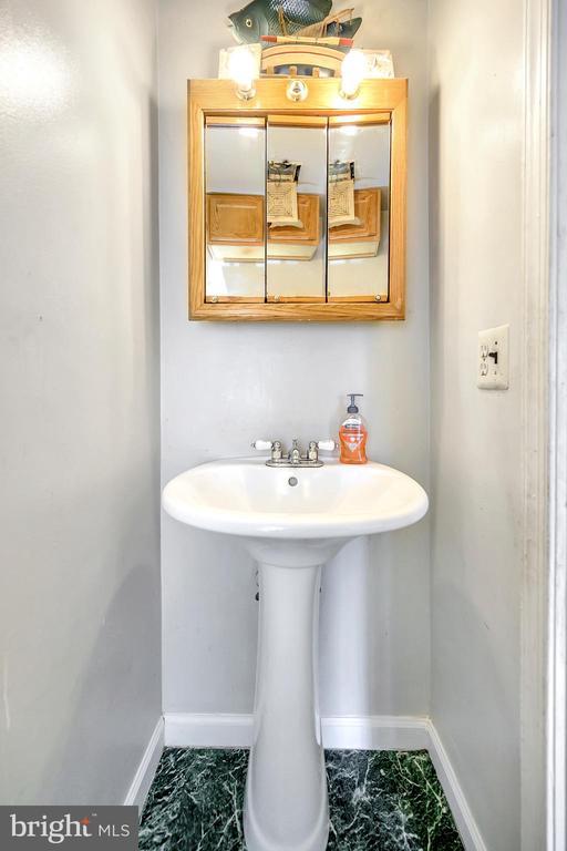 Half bath on middle level - 4613 CENTRAL PARK DR, WOODBRIDGE