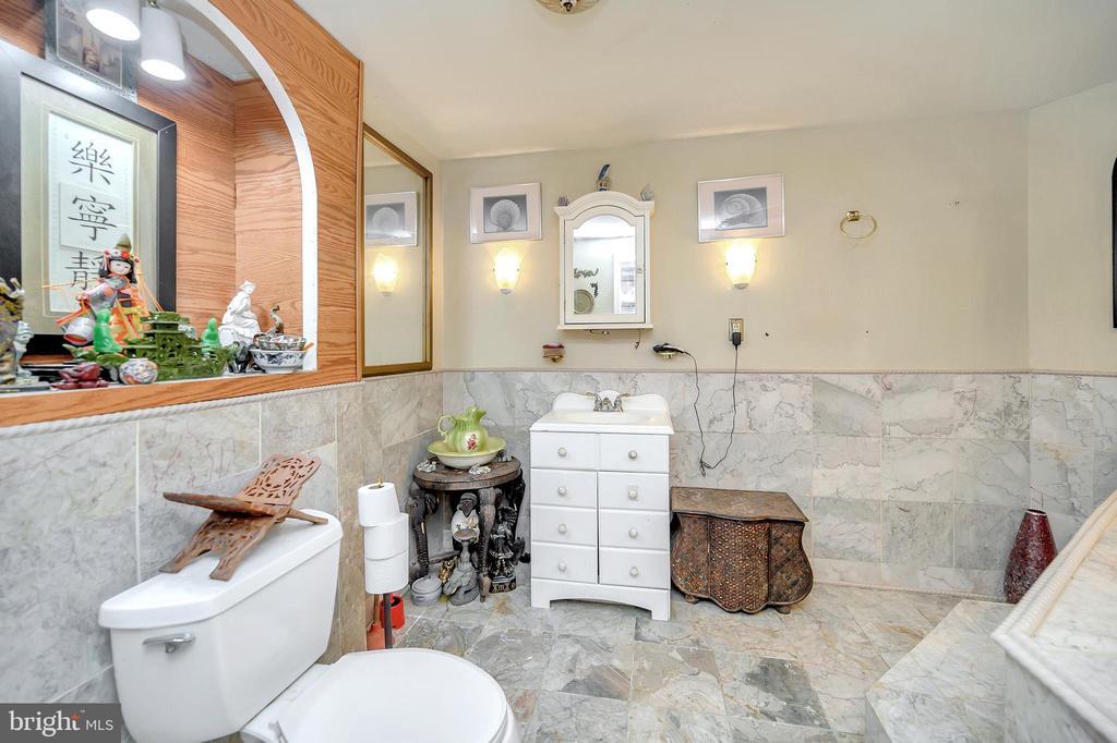 Lower level full bathroom - 4613 CENTRAL PARK DR, WOODBRIDGE