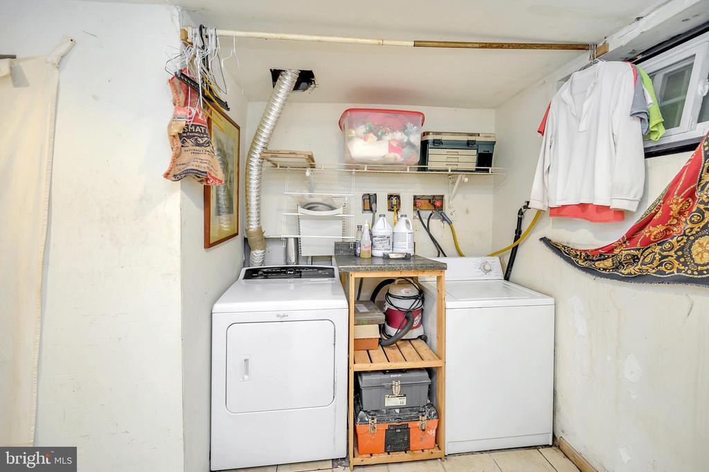 Laundry - lower level - 4613 CENTRAL PARK DR, WOODBRIDGE