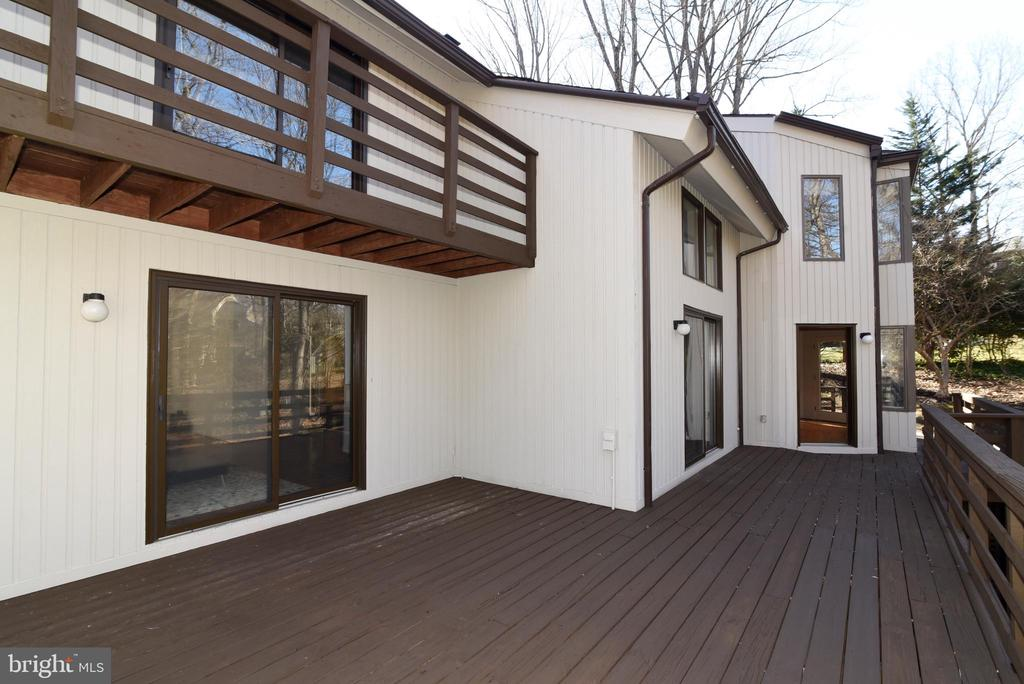 Deck Great for Entertaining - 1101 PEPPERTREE DR, GREAT FALLS