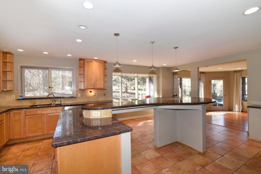 Kitchen & Dining Room - 1101 PEPPERTREE DR, GREAT FALLS