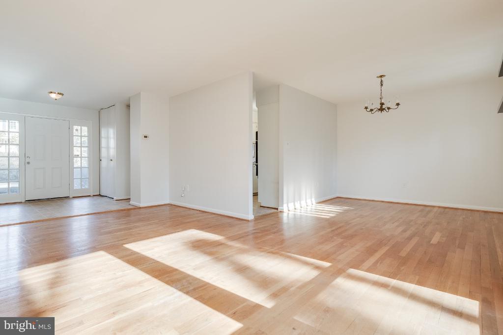 Open floor plan - 5035 KING RICHARD DR, ANNANDALE