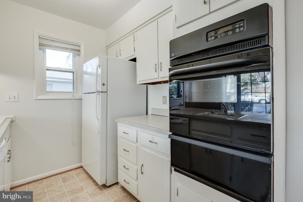Opportunity to make update to your taste - 5035 KING RICHARD DR, ANNANDALE