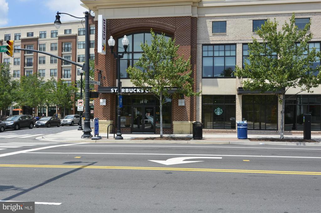 Lots of nearby shopping and restaurants - 2600 16TH ST S #713, ARLINGTON