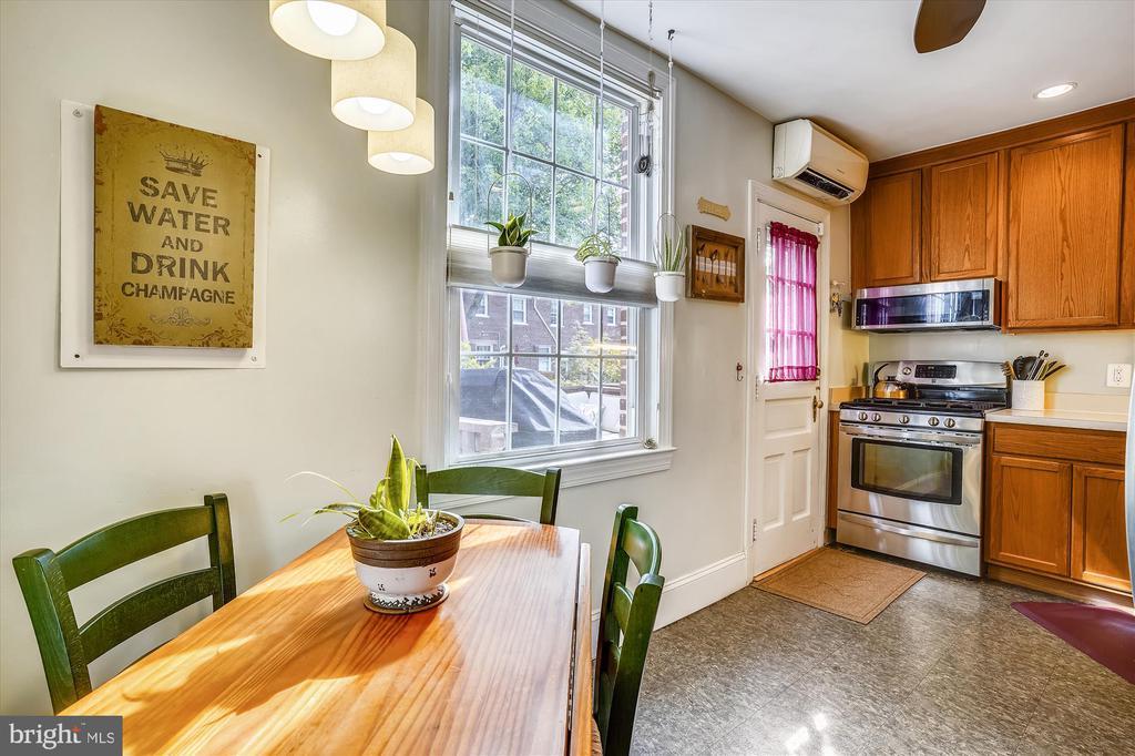 Updated kitchen - 2600 16TH ST S #713, ARLINGTON