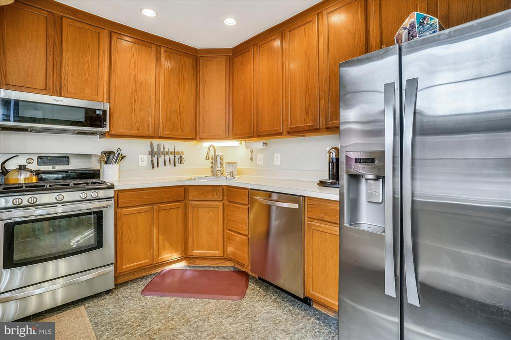 Kitchen with stainless appliances - 2600 16TH ST S #713, ARLINGTON