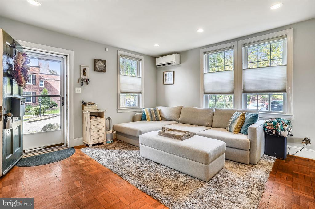 Light filled living room - 2600 16TH ST S #713, ARLINGTON