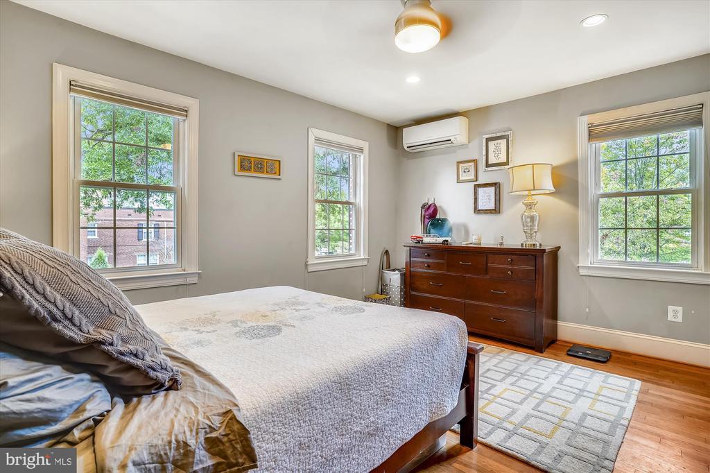Light, bright bedroom - 2600 16TH ST S #713, ARLINGTON