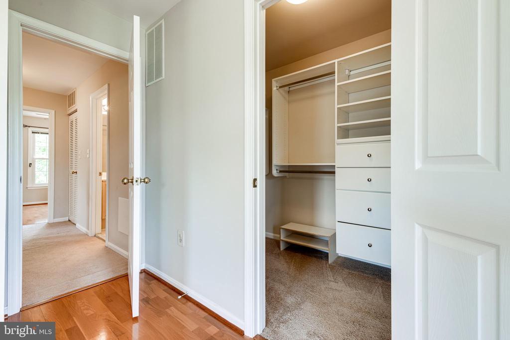 Primary bedroom walk in closet - 6151 BRAELEIGH LN, ALEXANDRIA