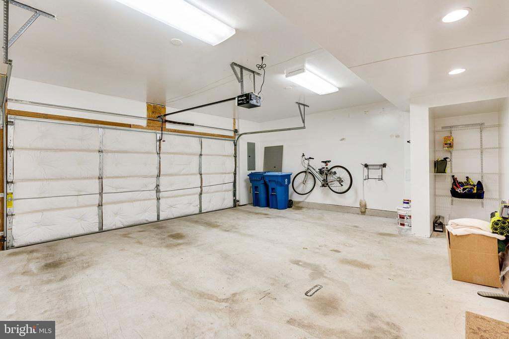 2 car garage with additional lighting - 42965 EDGEWATER ST, CHANTILLY