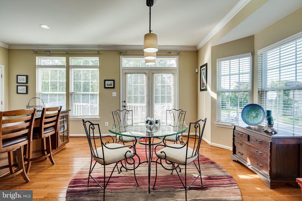 Dining area w bay window and French doors to deck - 42965 EDGEWATER ST, CHANTILLY