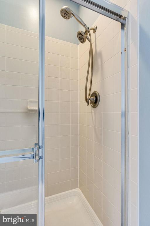 Primary bathroom large shower - 42965 EDGEWATER ST, CHANTILLY