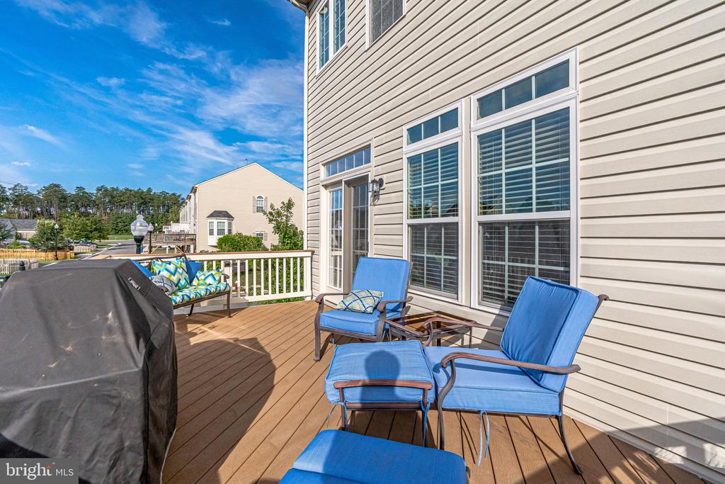 Deck off of the kitchen/dining area - 42965 EDGEWATER ST, CHANTILLY