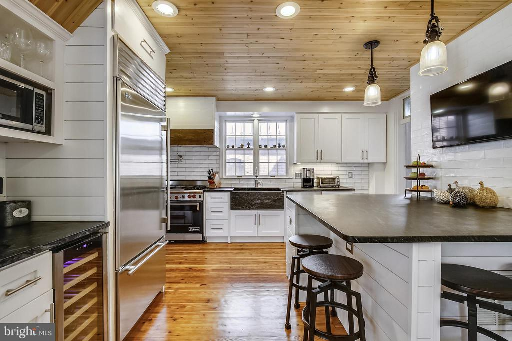 Updated Kitchen with soapstone counter tops - 11 WIRT ST SW, LEESBURG