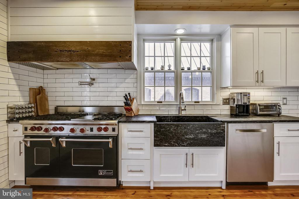 Top of the line appliances - 11 WIRT ST SW, LEESBURG