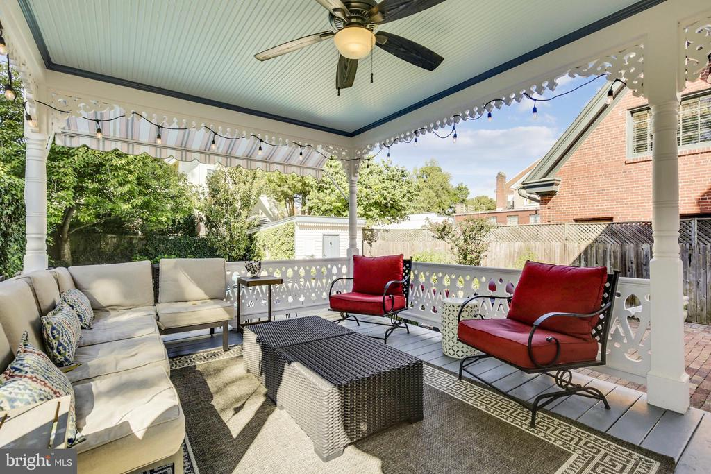 Covered deck - 11 WIRT ST SW, LEESBURG