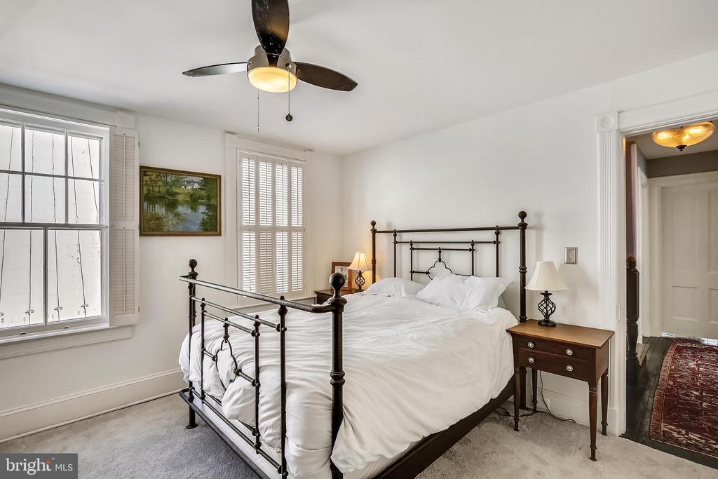 Owner's suite - 11 WIRT ST SW, LEESBURG