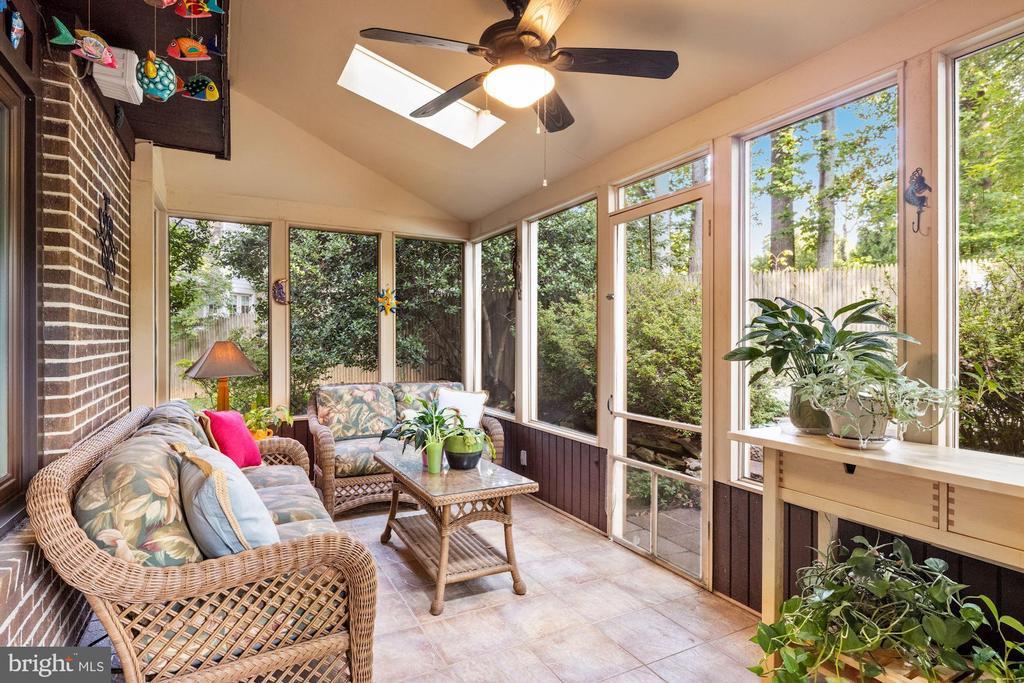Fabulous screened porch - 3 SPRINGER, BETHESDA