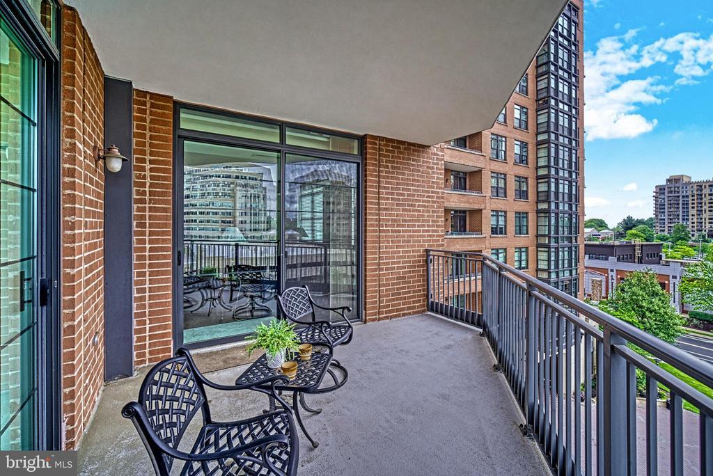 Generous covered, corner balcony - 1830 FOUNTAIN DR #604, RESTON