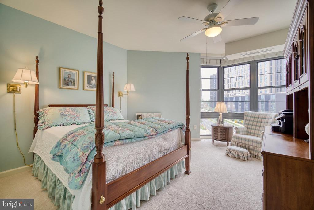 Look at this charming third bedroom! - 1830 FOUNTAIN DR #604, RESTON
