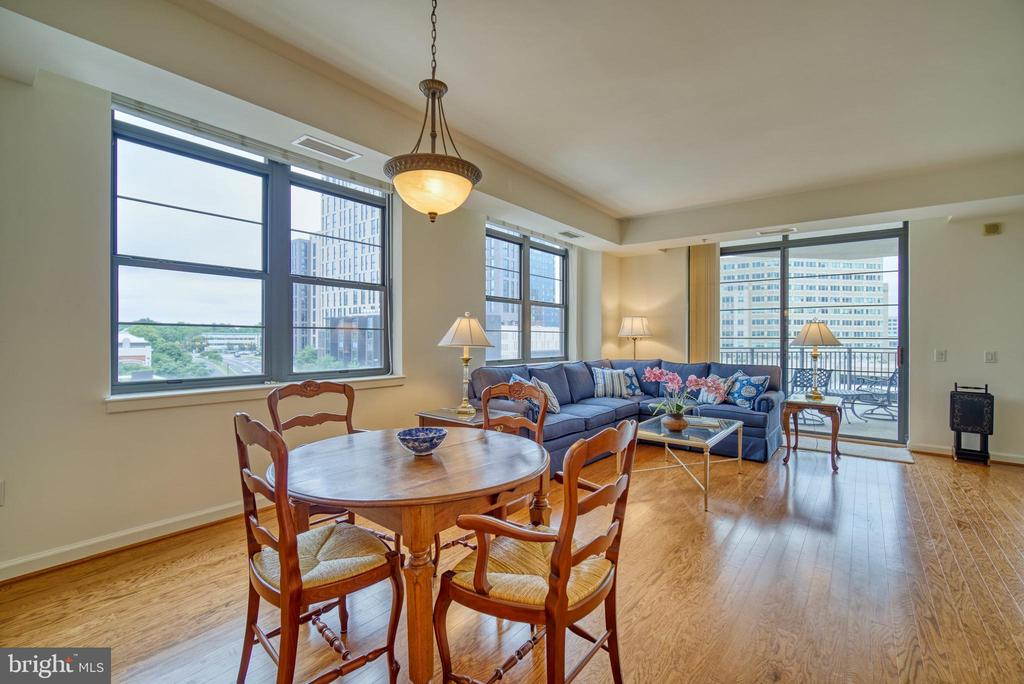 The open living dining room allows for flexibility - 1830 FOUNTAIN DR #604, RESTON