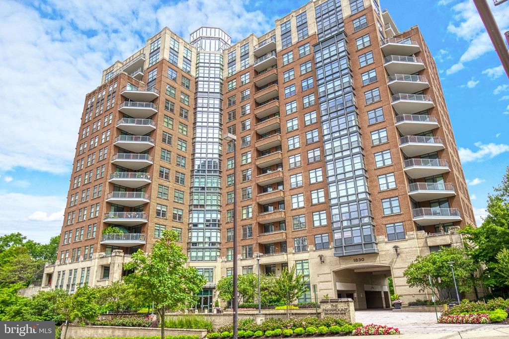 The building front faces the Reston Town Center - 1830 FOUNTAIN DR #604, RESTON