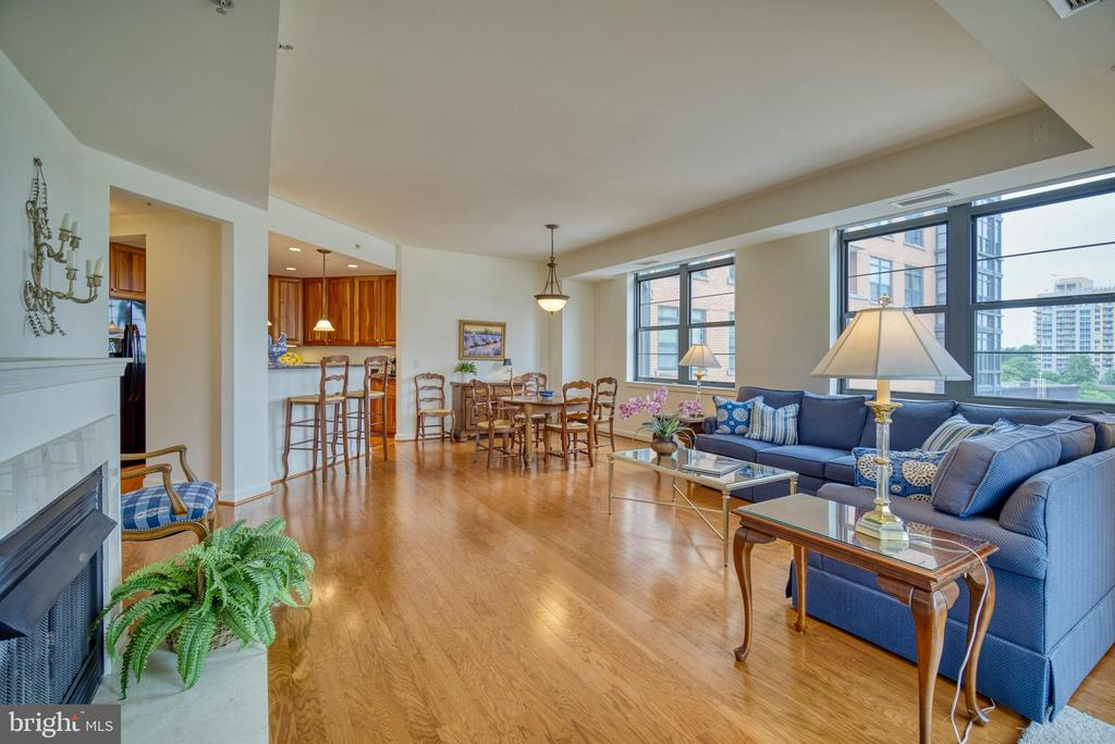 Lots of windows means abundant light throughout - 1830 FOUNTAIN DR #604, RESTON