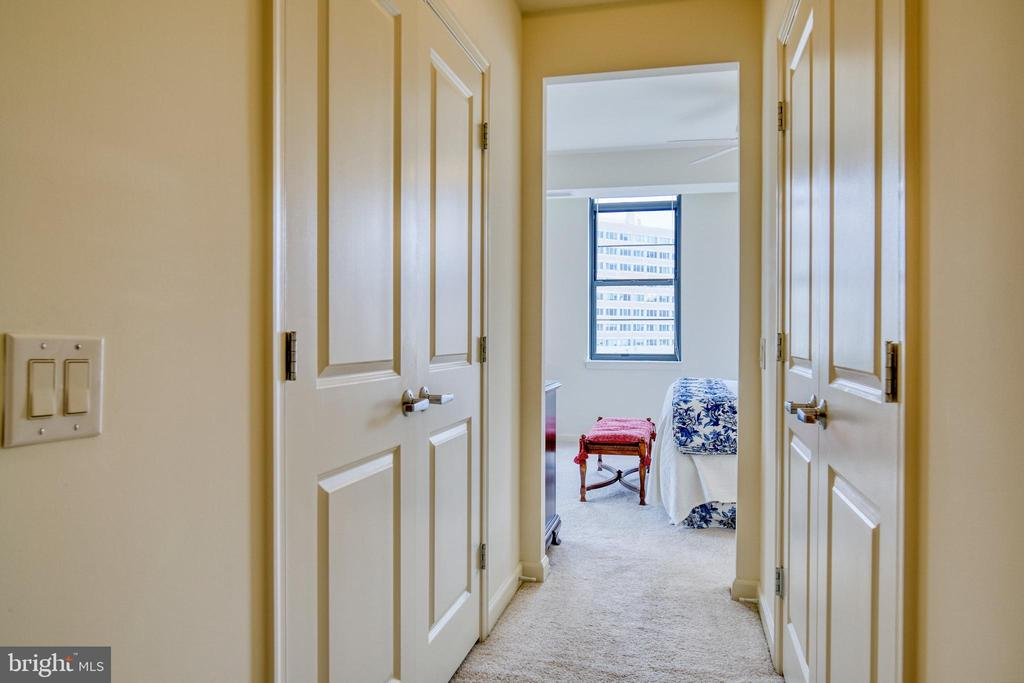 Twin walk-in closets -- lots of room for clothing - 1830 FOUNTAIN DR #604, RESTON